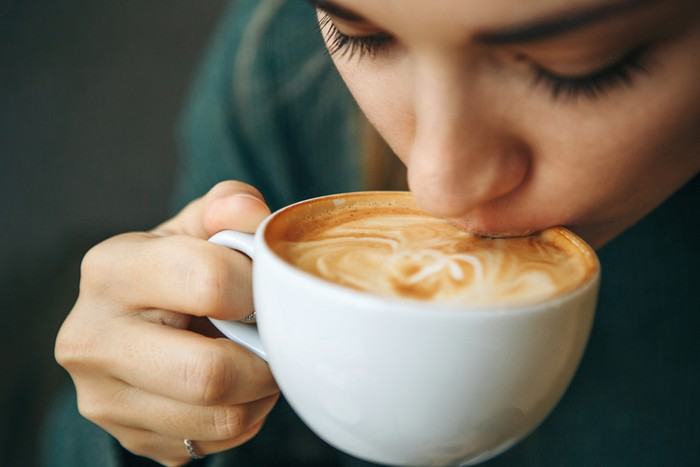 7 Minuman Penyebab Kembung, Hindari Susu hingga Soda