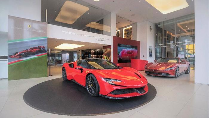 Ferrari  SF90 Stradale dan Roma di dealer baru Ferrari di Indonesia.
