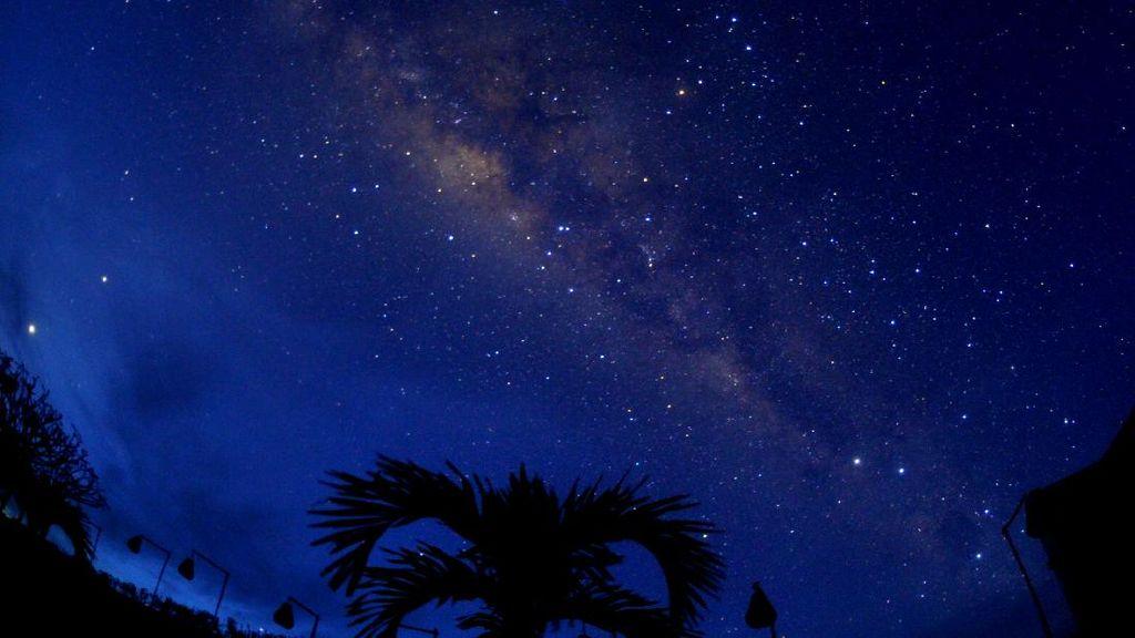 Suara Dengung di Langit Bandung yang Bikin Warga Bertanya-tanya
