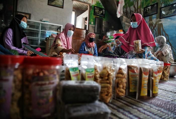 Hidayah (42) penyintas kekerasan dalam rumah tangga (KDRT) asal Kabupaten Demak yang kini mampu berdikari secara ekonomi lewat usaha olahan ikan.