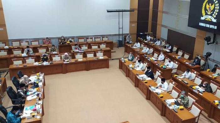 Komisi VIII DPR rapat bersama Menag, Menkes dan Menhub, Senin (15/3/2021).
