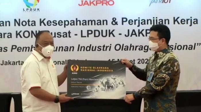 Ketum KONI Pusat, Marchiano Norman, menandatangani MoU akselerasi prestasi olahraga dengan Lembaga Pengelola Dana dan Usaha Keolahragaan (LPDUK) dan PT Jakarta Propertindo (Jakpro).