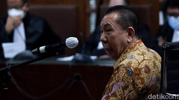 Joko Soegiarto Tjandra alias Djoko Tjandra tidak terima dituntut 4 tahun penjara. Dia mengklaim telah menjadi korban tipu-tipu dari seorang Pinangki Sirna Malasari.