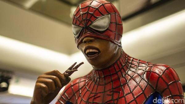 Pameran Seni yang Tidak Pernah Pudar ini turut menampilkan sosok spiderman dengan tampilan lucu.