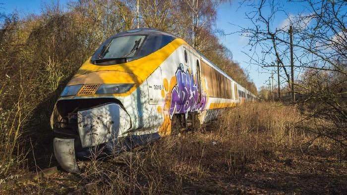 Belum lama ini ditemukan kereta cepat terbengkalai di Valenciennes, Prancis. Kereta yang dimaksud adalah Eurostar 373018, yang sudah beroperasi sejak tahun 1994.