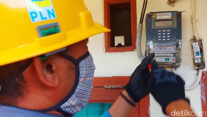 PLN kembali memberikan harga spesial biaya penyambungan tambah daya kepada konsumen melalui program Layanan Paket Listrik 2021. Hal ini merupakan upaya PLN memberikan kemudahan kepada pelanggan untuk melakukan penambahan daya listrik guna meningkatkan produktivitas di tengah pandemi Covid-19.