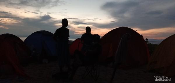 Menikmati Sunrise di pulau Pasos