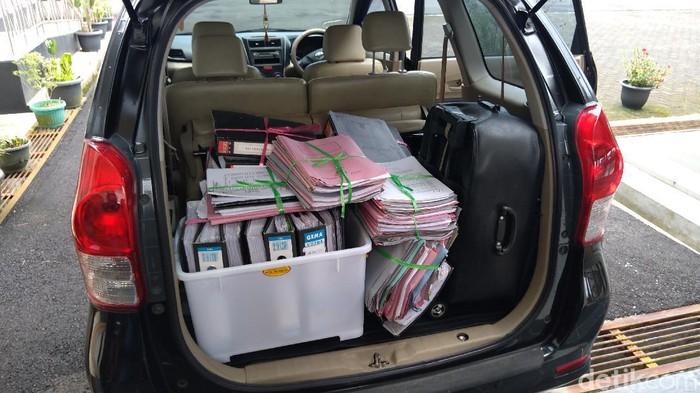 Sejumlah dokumen yang disita dari rumah dan kantor camat Purbalingga terkait dugaan korupsi APBD tahun 2017-2020