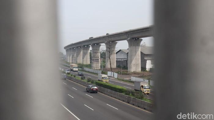 Pembangunan proyek kereta cepat Jakarta-Bandung di kawasan Cigondewah terus dikebut. Begini penampakan terkininya!