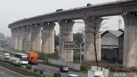 Biaya Proyek Kereta Cepat Bengkak, RI Mau Kurangi Porsi Saham?