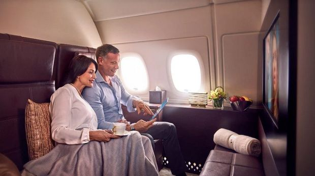 Daftar fasilitas penerbangan komersial paling teratas adalah Etihad Residence dengan ruang duduk berdinding tinggi yang dilengkapi sofa dua tempat duduk berbahan kulit lembut.