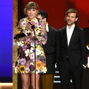 8 Artis Berbusana Terbaik di Grammy Awards 2021