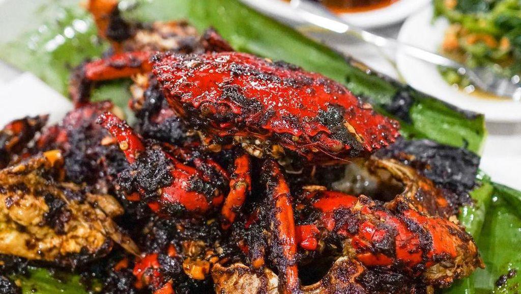 5 Warung Seafood yang punya Kerang Saos Padang dan Kepiting Asap Enak