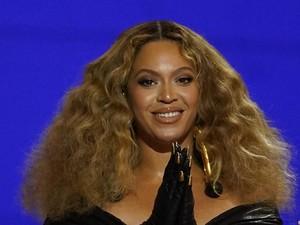 Gaya Beyonce Pakai Baju Desainer Indonesia di Pesta Obama yang Kontroversial