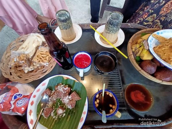 berbagai menu khas di lokasi Jameuen kupie