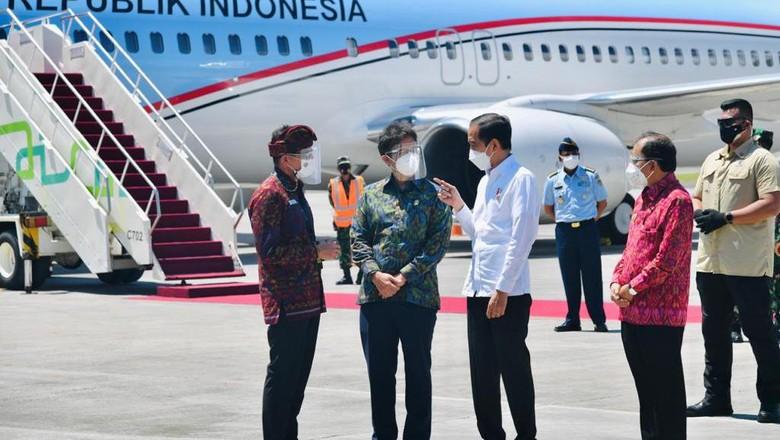 Jokowi saat bertolak ke Bali (Foto: Laily Rachev - Biro Pers Sekretariat Presiden)
