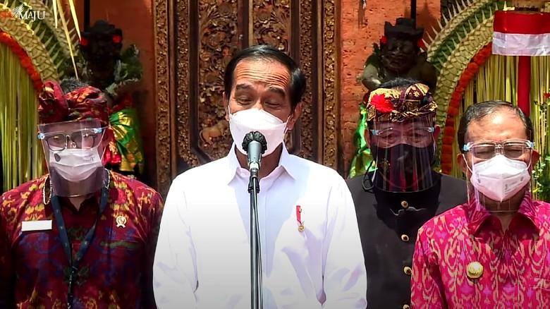Jokowi Tinjau Vaksinasi Corona di Bali, Ingin Pariwisata Normal Kembali