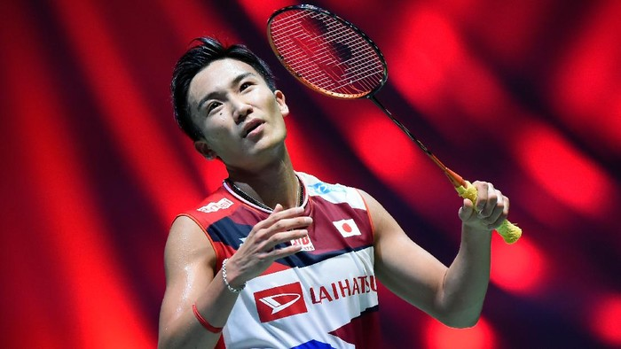 CHOFU, JAPAN - JULY 26: Kento Momota of Japan competes in the Mens Singles Quarterfinal match against Anthony Sinisuka Ginting of Indonesia on day four of the Daihatsu Yonex Japan Open Badminton Championships, Tokyo 2020 Olympic Games test event at Musashino Forest Sport Plaza on July 26, 2019 in Chofu, Tokyo, Japan. (Photo by Matt Roberts/Getty Images)