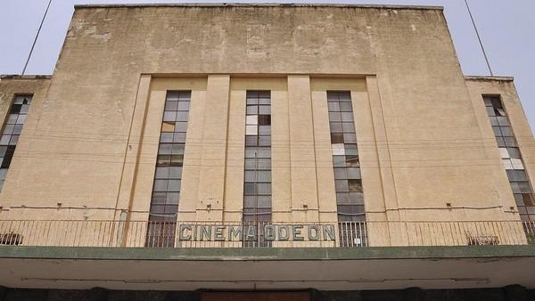 Gedung-gedung teater Asmara berlantai marmer dengan pilar bergaya romawi. (AFP)