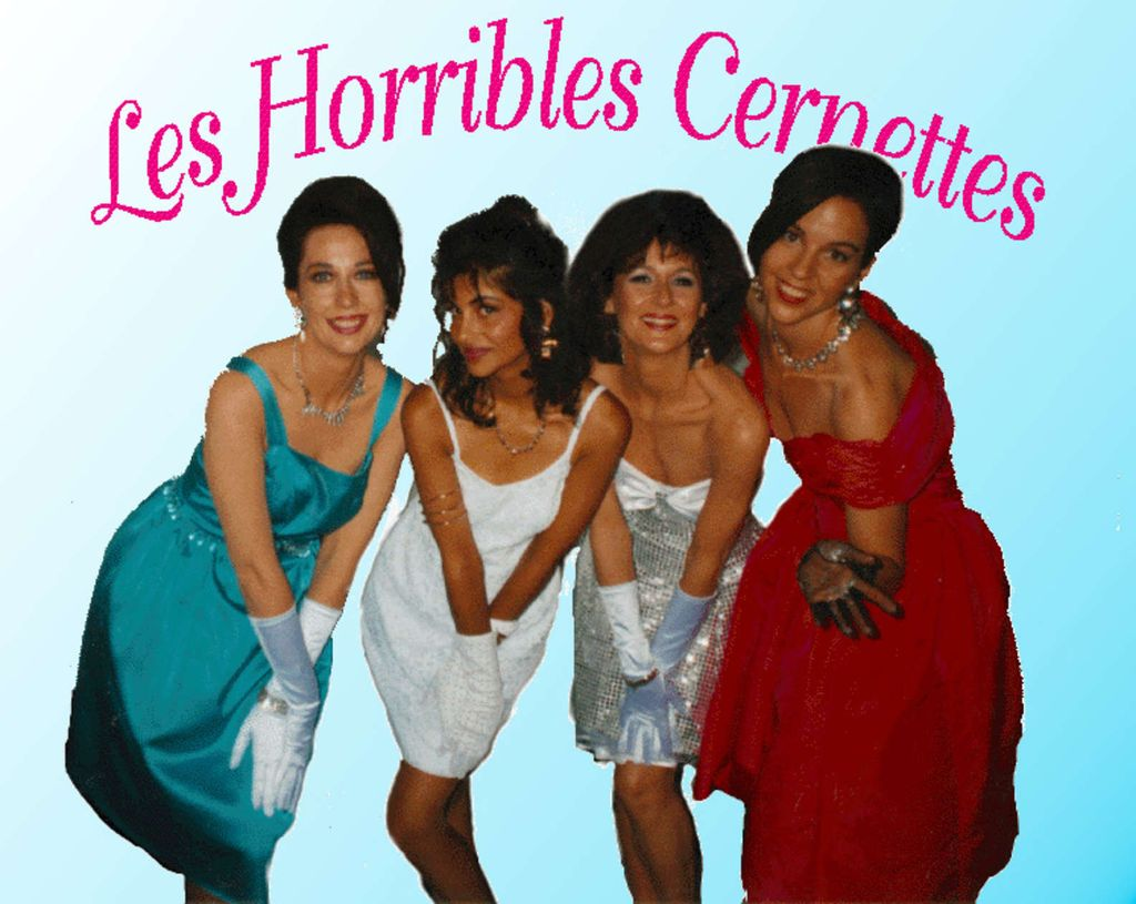 Foto pertama yang di-uploadFoto pertama yang diunggah ke internet adalah foto dari Les Horribles Cernettes. Ini di-upload ketika Tim Berners-Lee dan timnya sibuk mengembangkan World Wide Web.