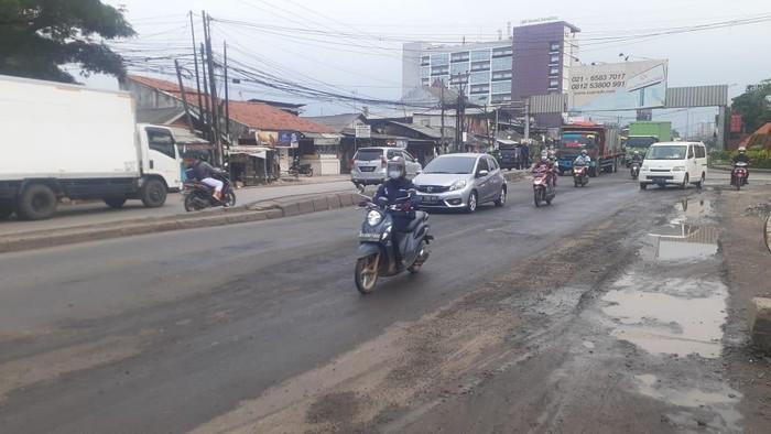 Masyarakat menilai, perbaikan Jl Raya Industri Kab. Bekasi menjadi solusi kemacetan. Setelah diperbaiki, lalu lintas di Jl Raya Industri menjadi lancar.