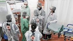 Melonjaknya penyebaran virus Corona membuat ruang ICU RS Darurat di Sao Paulo penuh. Pasien yang terus melonjak membuat para tenaga medis harus siaga.
