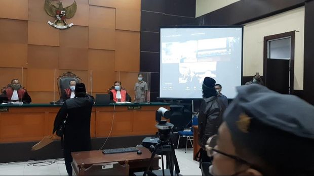 Novel Bamukmin Teriak dan Tunjuk-tunjuk Hakim saat Walkout Sidang HRS