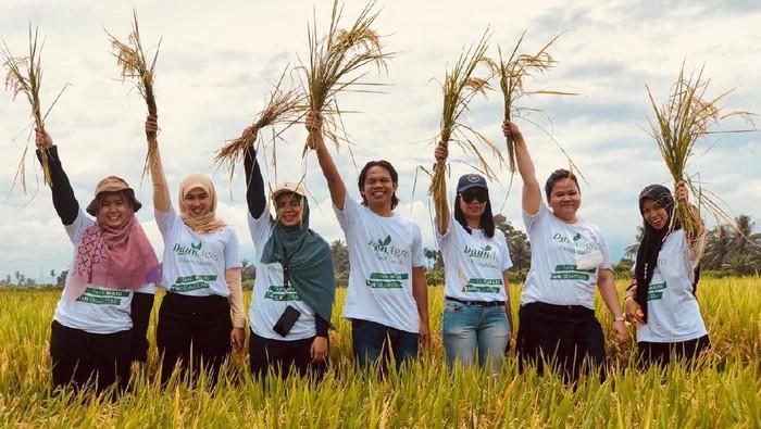 Sudah genap satu tahun Indonesia dilanda pandemi COVID-19. Meskipun begitu, sejumlah petani di Malang tetap beraktivitas.
