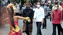 Foto: Jokowi Tinjau Langsung Vaksinasi di Bali