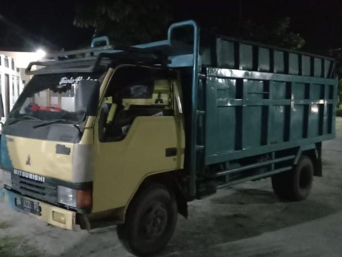 Pria paruh baya di Kabupaten Kampar, Riau, berinisial CU ditangkap polisi usai mencuri 69 tandan buah sawit pakai truk (dok Polres Kampar)