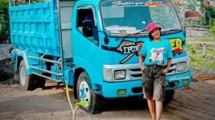 Sinden yang nyambi jadi sopir dump truk di Tegal, Desi Larasati, Selasa (16/3/2021).