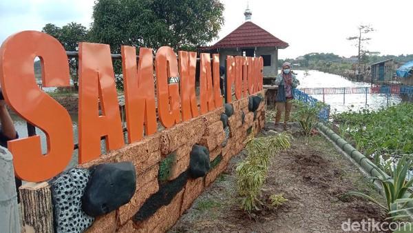 Tempat wisata Mbalong Sangkal Putung itu berjarak 13 kilometer dari pusat kota Kudus. Jika ditempuh dengan berkendara sekitar 24 menit.