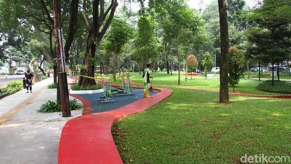 Pemerintah Provinsi DKI Jakarta telah membuka kembali 25 taman kota yang berada di lima wilayah kota Jakarta bagi masyarakat.