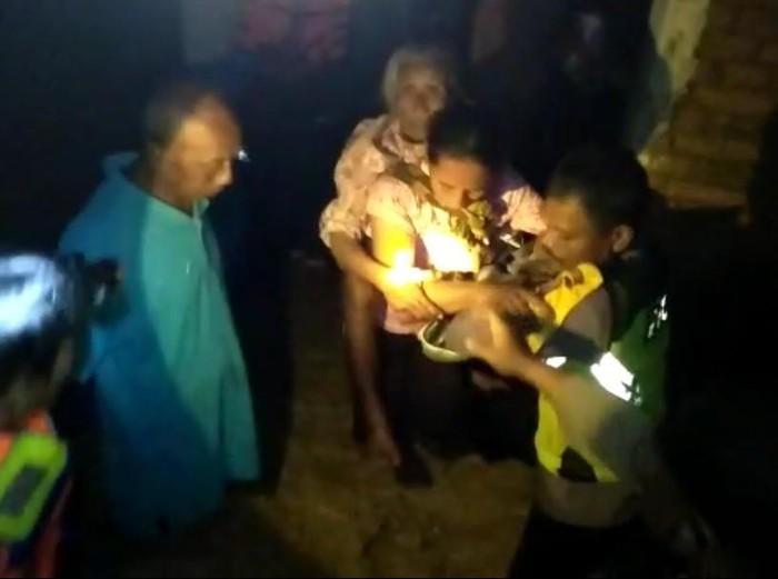Hujan deras yang mengguyur Magetan membuat enam desa di tiga kecamatan dilanda banjir. Banjir yang paling parah terjadi di Desa Pojok, Kecamatan Kawedanan.