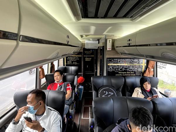 Di trayek ini, 27Trans Java menggunakan Jetbus 3+ SHD buatan karoseri Adiputro. Hanya ada 19 kursi untuk president class, 2-1 konfigurasinya.