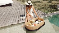 Cantiknya Jessica Mila Saat Nikmati Floating Breakfast dan Jajan Croissant