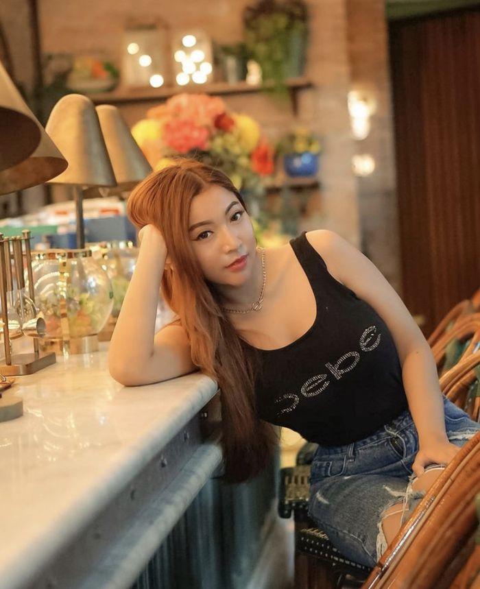 Cantiknya Monica Indah, Selebgram yang Doyan Makan Steak dan Keripik