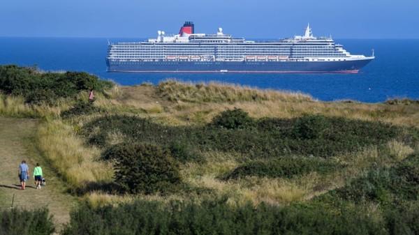 industri pesiar juga kelabaakan karena pandemi Corona. Kapal-kapal besar harus mengapung di pelabuhan beberapa bulan. Ini adalah satu pemandangan pesiar di Weymouth di selatan Inggris. (Finnbarr Webster/Getty Images/ CNN Travel)