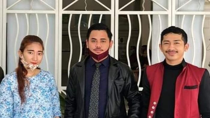 Hilda saat gugatan cerai Harun Masiku di PN Makassar
