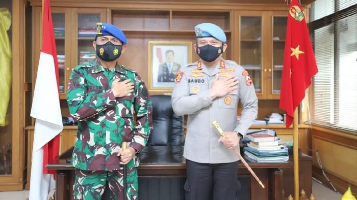 Kadiv Propam Polri Irjen Ferdy Sambo sowan ke kantor Danpuspom TNI Mayjen TNI Eddy Rate Muis (dok Istimewa)