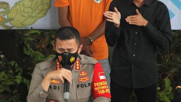 Kapolres Bandara Soekarno-Hatta Kombes Adi Ferdian Saputra menjelaskan soal penangkapan tersangka narkoba.