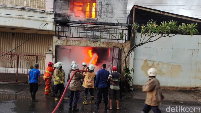 Kebakaran toko plastik di Semarang, 17/3/2021
