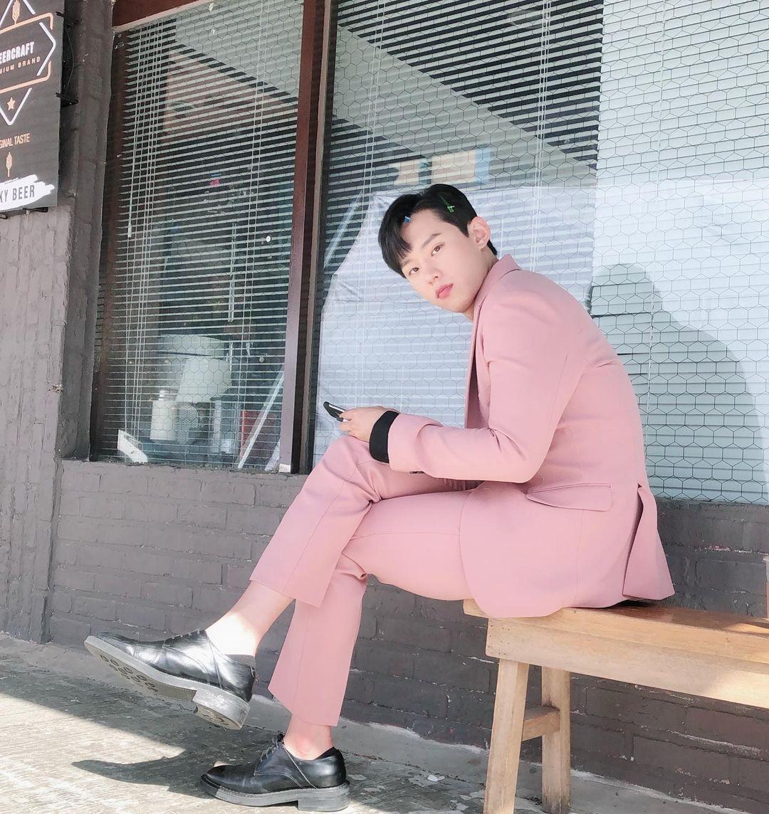 Aktor Kim Sung Cheol curi perhatian lewat penampilannya di Vincenzo.