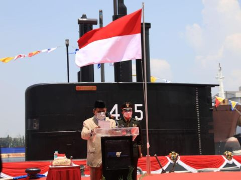 Menhan Prabowo luncurkan kapal selam buatan dalam negeri, KR Alugoro-405