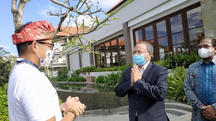 Menparekraf Sandiaga Uno bertemu dengan Dubes India untuk Indonesia Shri Manoj Kumar Bharti di Bali (Foto: dok detikcom)