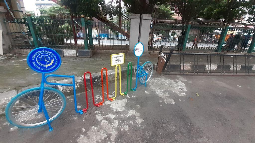 Parkir Sepeda di Stasiun Juanda