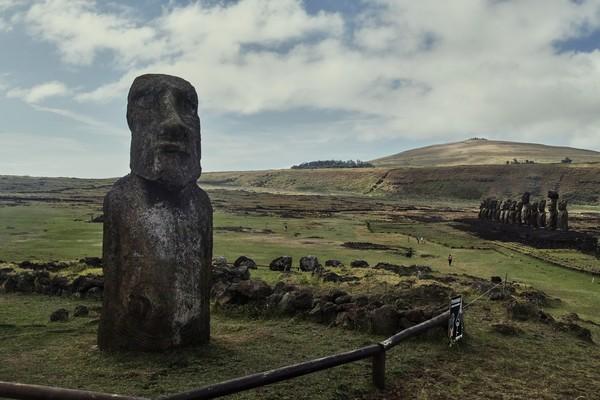 Namun, tak ada yang tahu persis apa alasan pendatang di Rapa Nui mengerjakan tugas berat itu. Ahli sejarah berspekulasi, Moai diciptakan untuk menghormati leluhur, kepala, dan tokoh penting lain.