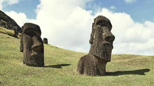 Patung Moai di Pulau Paskah