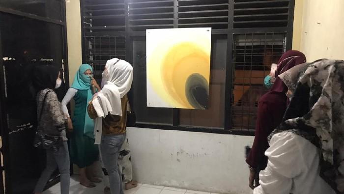 Perempuan diamankan di Banda Aceh karena nongkrong pakai baju ketat. (dok Satpol PP-WH Banda Aceh)