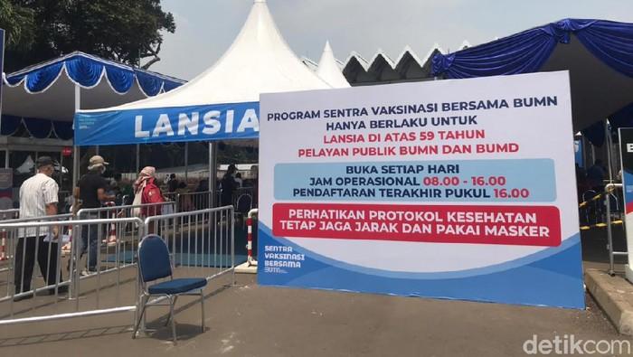 Sentra Vaksinasi Bersama di Istora Senayan